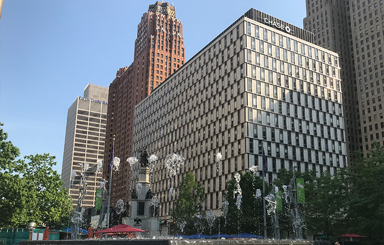 Chase building with a fountain in front of it in downtown Detroit
